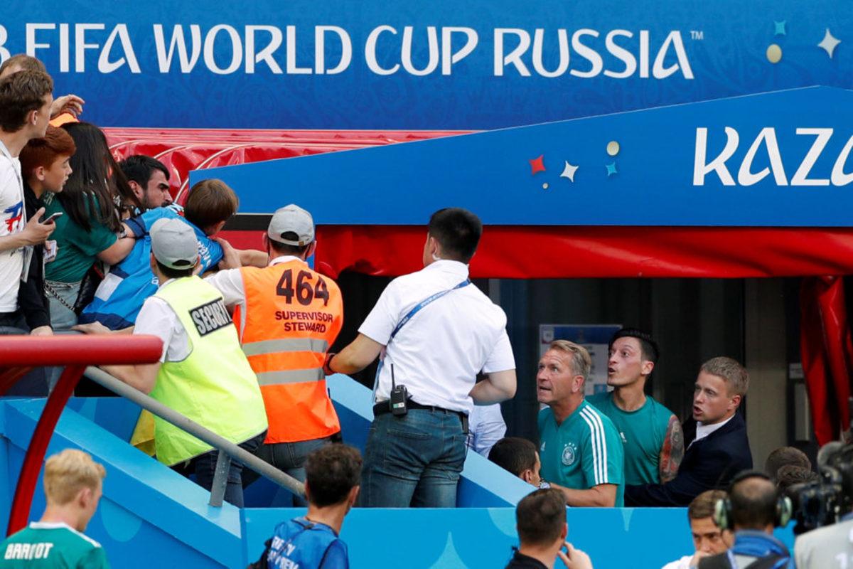 """Μουντιάλ 2018: Άναψαν… τα αίματα! Πήγε να """"ξεφύγει"""" ο Οζίλ"""