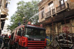 Ελέγχονται οι δύο μεγάλες πυρκαγιές στη Νέα Μάκρη και την πλατεία Κουμουνδούρου