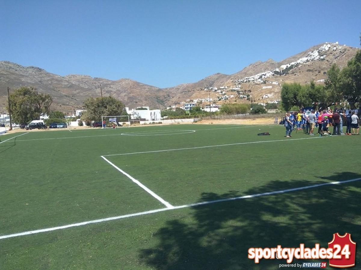 Σέριφος: Αυτό είναι το γήπεδο στολίδι του νησιού – Λάμψη αστέρων στα εγκαίνια [pic, vid]