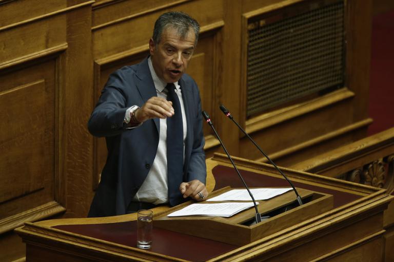 """Στ. Θεοδωράκης: """"Δεν θα γίνω κατσαρίδα της πολιτικής για να επιβιώσω"""""""