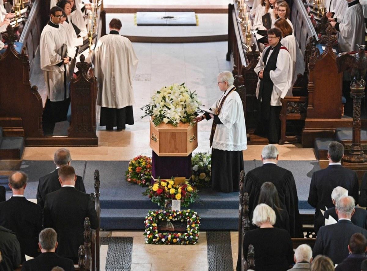 Λονδίνο: Με μουσική Vangelis η τελετή ταφής του Χόκινγκ δίπλα σε Νεύτωνα-Δαρβίνο [vid]
