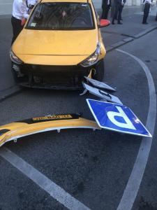 Ταξί παρέσυρε πεζούς στη Μόσχα! [pics]