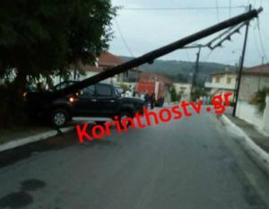 Κορινθία: Τροχαίο στη Νεμέα με αυτοκίνητο να πέφτει σε κολώνα της ΔΕΗ – Στο νοσοκομείο δύο γυναίκες [pics]