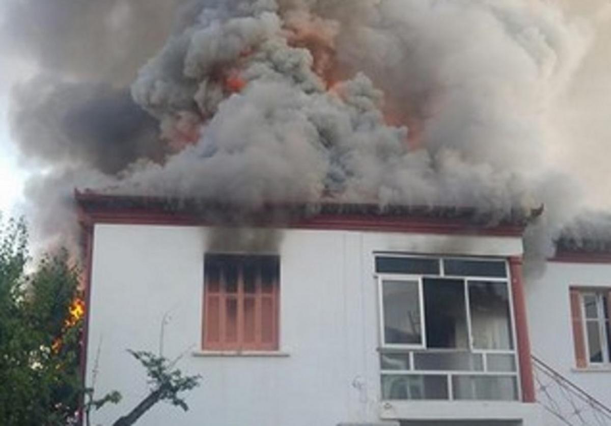 Φλώρινα: Τραγικός θάνατος γυναίκας σε αυτό το φλεγόμενο σπίτι – Εικόνες που κόβουν την ανάσα [pics]