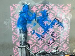 """Ο Banksy """"χτυπά"""" στο Παρίσι και ενοχλεί! Βανδάλισαν τα έργα του [pics]"""