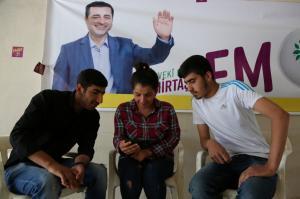 """Εκλογές στην Τουρκία: Ο φυλακισμένος… κλειδοκράτορας Σελαχατίν Ντεμιρτάς που """"τρομάζει"""" τον Ερντογάν!"""