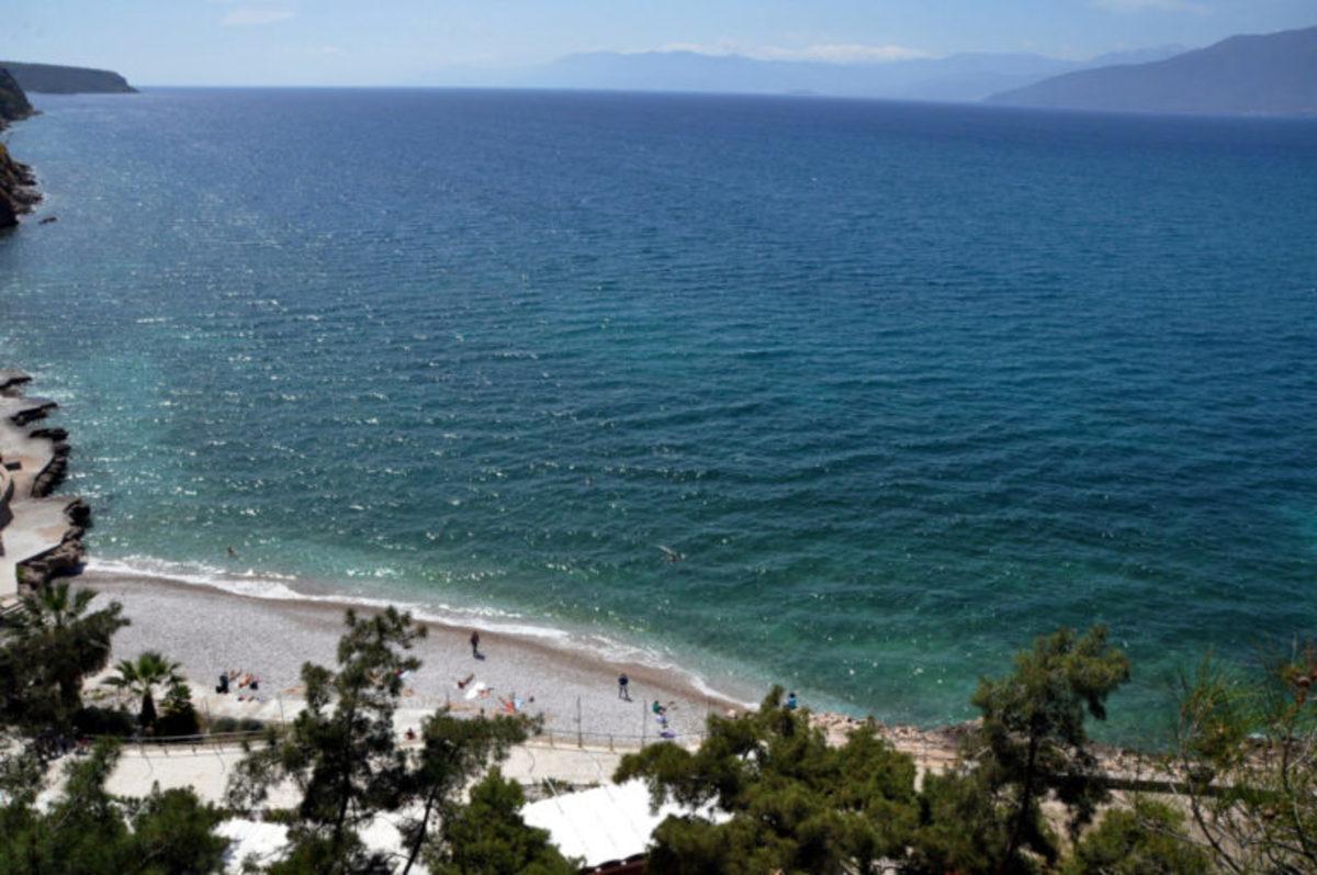 Αυτές είναι οι καλύτερες παραλίες σε Αττική και Θεσαλονίκη – Όλες οι γαλάζιες σημαίες 2018