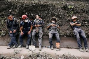 Θάνατος δίχως τέλος στην Γουατεμάλα! 62 οι νεκροί από την έκρηξη ηφαιστείου [vids, pics]