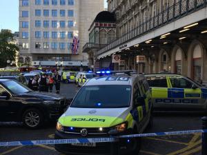 """Λονδίνο: Εκκενώθηκε ο σταθμός Charing Cross λόγω """"βόμβας"""""""