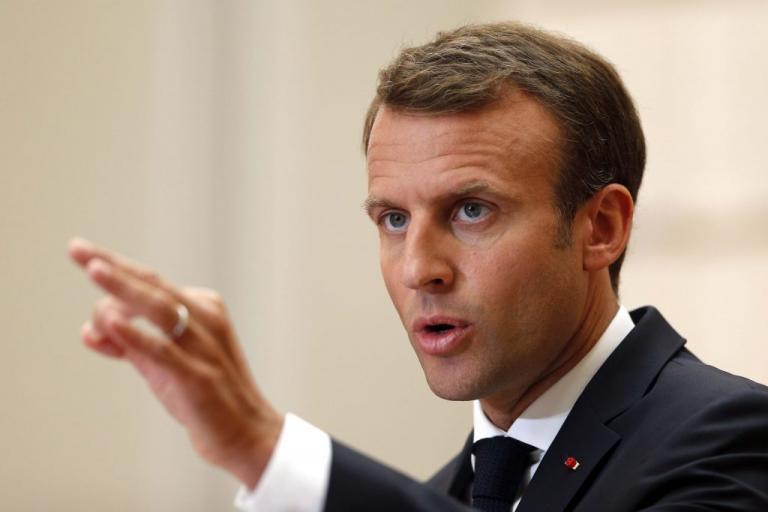 Μακρόν: Ζητά κυρώσεις για τις χώρες που αρνούνται να δεχθούν πρόσφυγες!