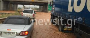 Μάνδρα: Νέα ισχυρή βροχόπτωση – Έκλεισε ξανά η παλαιά Εθνική Οδός