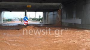 """""""Πνιγμένη"""" η Μάνδρα: Μεγάλα προβλήματα στην Αθηνών – Κορίνθου! Ποτάμια λάσπης οι δρόμοι – Φόβοι για νέα ισχυρή βροχόπτωση από το βράδυ"""