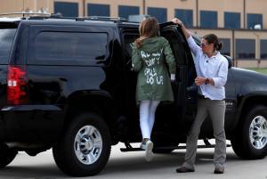"""Χαμός με το μπουφάν της Μελάνια Τραμπ! Αναταραχή με το """"κρυφό μήνυμα""""! [pics]"""