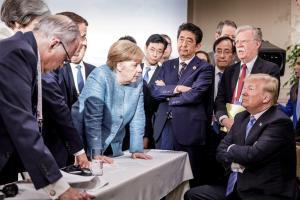 Η αλήθεια (του Τραμπ) για τη φωτογραφία με τη Μέρκελ