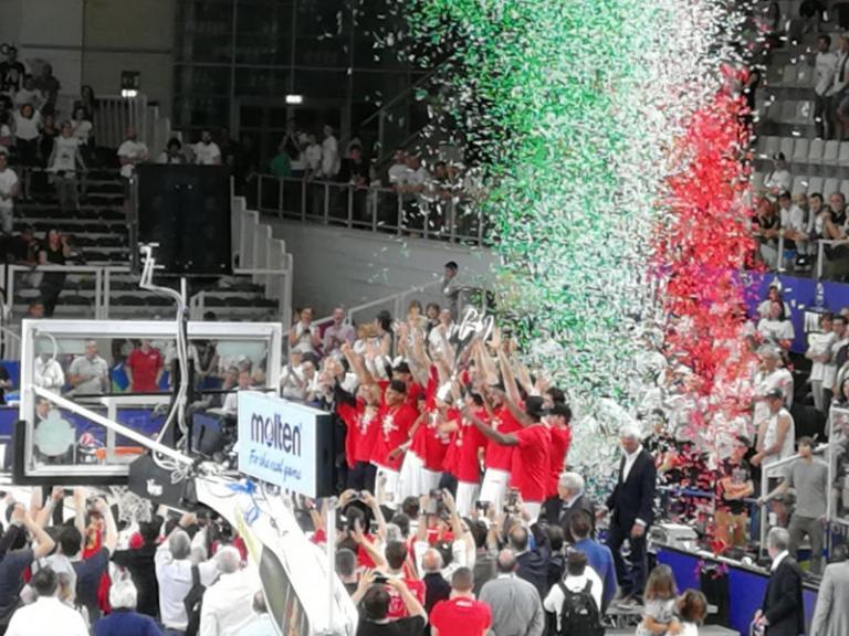 """Το """"σήκωσε"""" με… περίπατο η Αρμάνι! Πρωταθλήτρια Ιταλίας για 28η φορά [vid, pics]"""