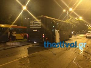 """Θεσσαλονίκη: """"Βροχή"""" από μολότοφ σε λεωφορείο των ΜΑΤ! """"Δεχτήκαμε δολοφονική επίθεση"""""""