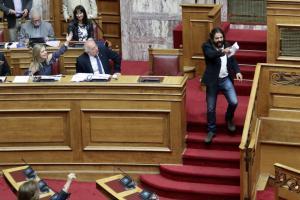 """Στα """"χέρια"""" της Αντιτρομοκρατικής ο Κωνσταντίνος Μπαρμπαρούσης – Το παρασκήνιο της σύλληψης του"""