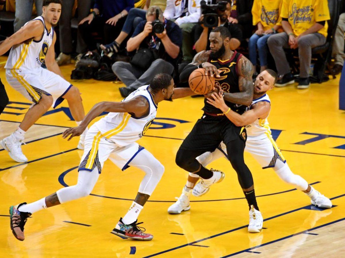 NBA Γουόριορς Καβαλίερς Λεμπρόν