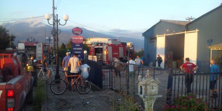 Αιτωλοακαρνανία: Φωτιά σε ξυλουργείο στο Παναιτώλιο [vid]