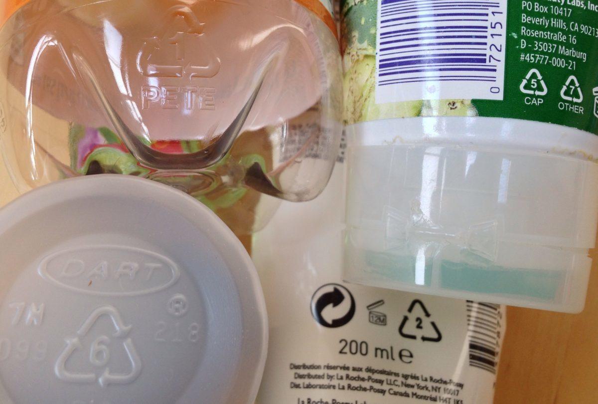 Τι είναι ΑΥΤΑ τα σύμβολα στα πλαστικά – Ποια να αποφεύγετε