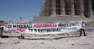 """Βίντεο – ντοκουμέντο με το """"ντου"""" του Ρουβίκωνα στην Ακρόπολη και το πανό για τον Κουφοντίνα"""