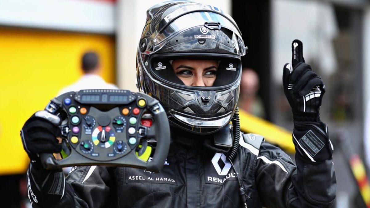 Γυναίκα από τη Σαουδική Αραβία οδηγεί μονοθέσιο Formula 1! [vids]