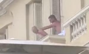 Απίστευτο! Ασυγκράτητο ζευγάρι έκανε έρωτα στο μπαλκόνι μπροστά σε όλους