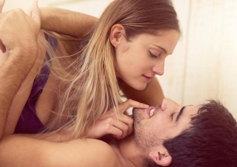 Την ώρα του σεξ: Τι προδίδει την γυναίκα που (μάλλον) απατάει τον σύντροφό της...