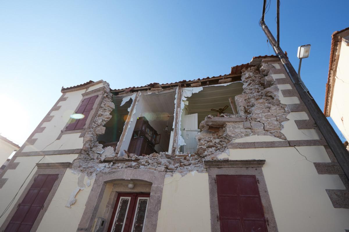 Λέσβος: Ένας χρόνος μετά τα 6,3 Ρίχτερ στη Μυτιλήνη [pics, vid]