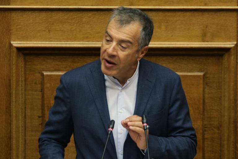 Θεοδωράκης: Στηρίζουμε την συμφωνία με την ΠΓΔΜ – Επικίνδυνη η στάση του Καμμένου