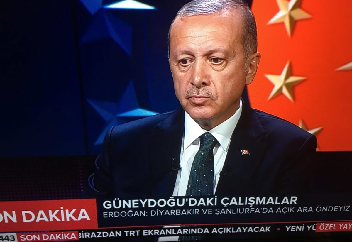 Και παρουσιαστής ο Ερντογάν – Έδωσε εκπομπή στον εαυτό του με Προεδρικό Διάταγμα