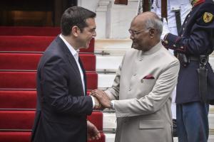 Δεξίωση στο Προεδρικό Μέγαρο προς τιμήν του προέδρου της Ινδίας – Στα λευκά η Περιστέρα [pics]