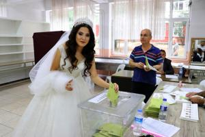 Εκλογές Τουρκία: Έφτασαν με κάθε τρόπο στην κάλπη [pics]