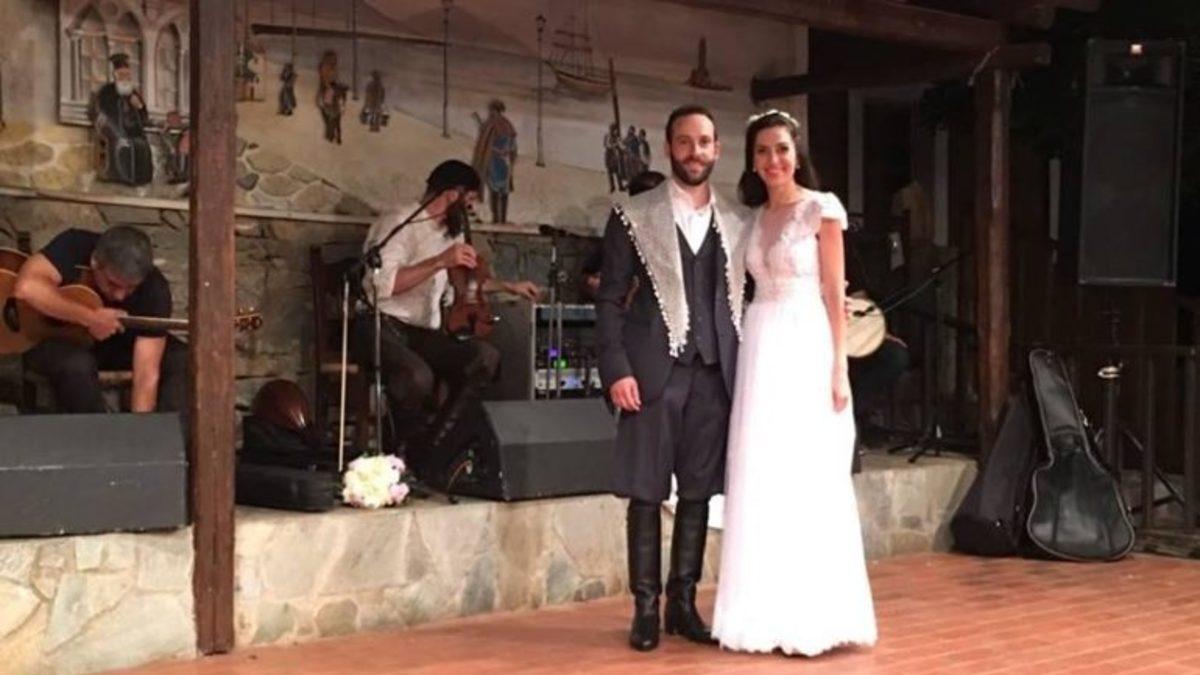 Κρήτη: Η κούκλα νύφη έλαμψε στον παραδοσιακό γάμο – Το ζευγάρι σε πελάγη ευτυχίας [pics, vid]