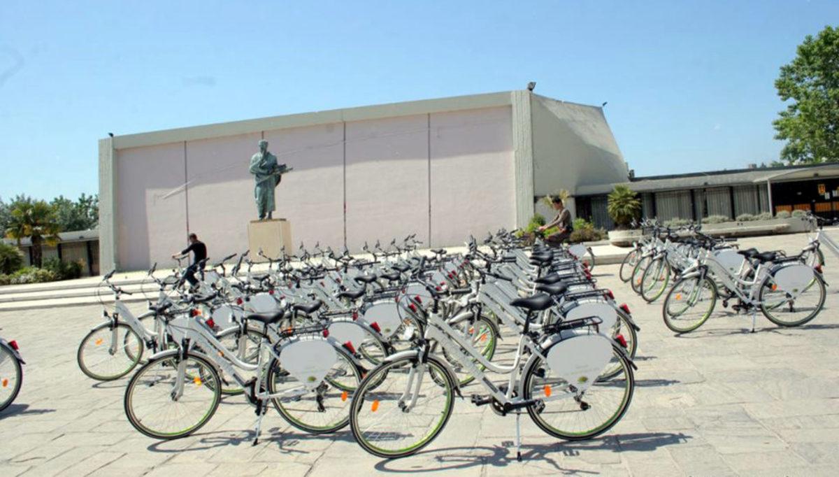 Πάτρα: Κατέστρεψαν και πέταξαν στη θάλασσα κοινόχρηστα ποδήλατα – 70.000 ευρώ το κόστος της ζημιάς!