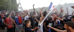 Μουντιάλ 2018: Ξέφρενοι πανηγυρισμοί στη Γαλλία! Έπεσαν στο λιμάνι οι Μασσαλοί – video
