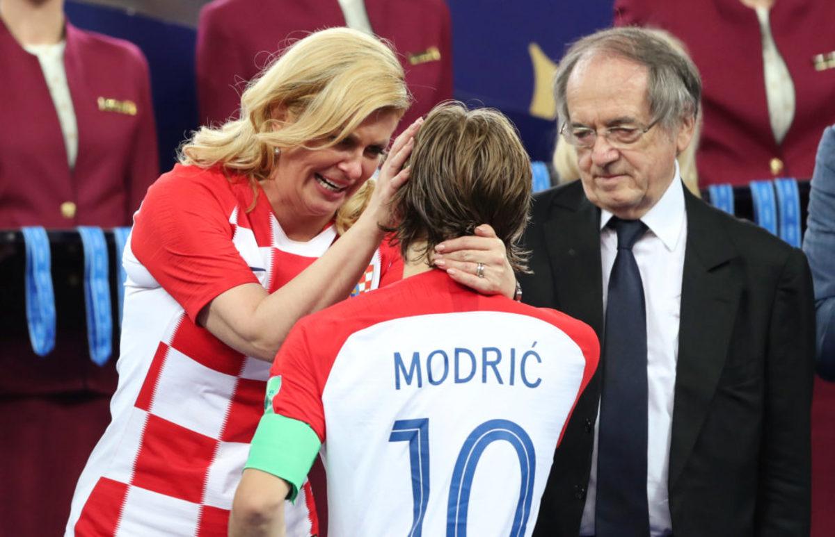 Μουντιάλ 2018: Η συγκίνηση του MVP Μόντριτς και η αγκαλιά της δακρυσμένης προέδρου της Κροατίας [vid]