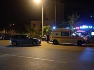 Θεσσαλονίκη: Τροχαίο με τραυματισμό οδηγού μηχανής – Η σύγκρουση με αυτοκίνητο [pic, video]