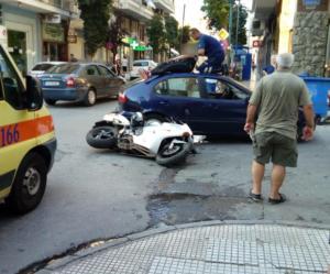 Βόλος: Εκσφενδονίστηκε στην οροφή αυτοκινήτου – Τα στιγμιότυπα του εφιάλτη για την συνοδηγό της μηχανής [pics]
