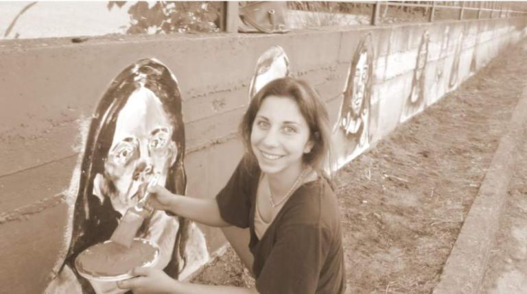 Φλώρινα: Συναισθηματισμός σε ασπόμαυρο φόντο – Η 18χρονη που άλλαξε τον πολυσύχναστο δρόμο [pics]
