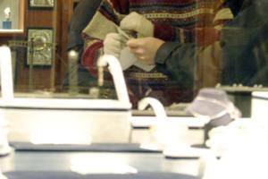 Ηράκλειο: Κοσμήματα αξίας έκαναν φτερά από γνωστό κατάστημα μέσα στο αεροδρόμιο – Το περίεργο χτύπημα!