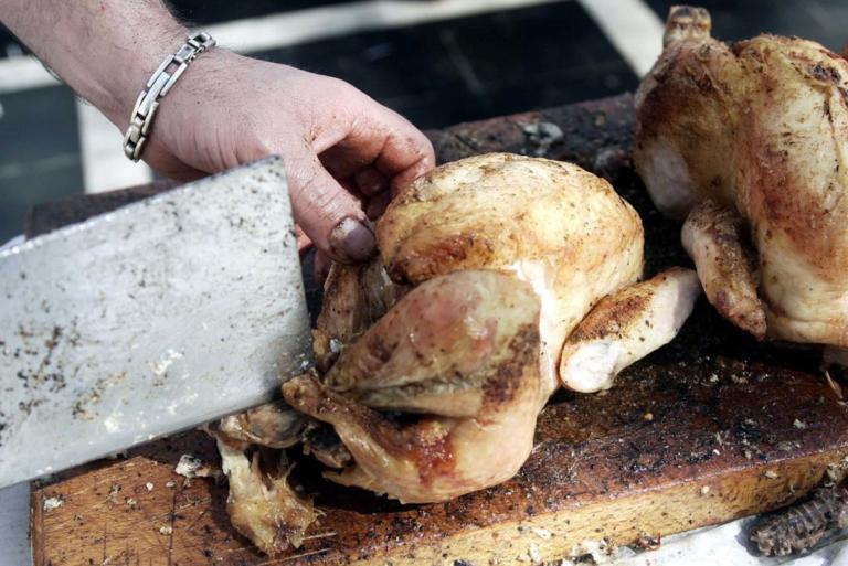 Κέρκυρα: Έφαγε ωμό κοτόπουλο και πέθανε 36 ώρες μετά – Το μοιραίο δείπνο στο ξενοδοχείο για τη νεαρή μητέρα!
