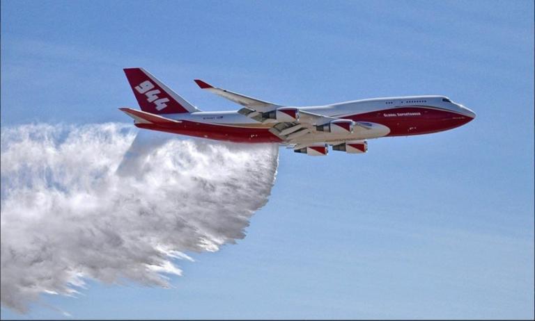 Καλιφόρνια – πυρκαγιές: Ανέλαβε δράση το μεγαλύτερο πυροσβεστικό αεροπλάνο στον κόσμο – video