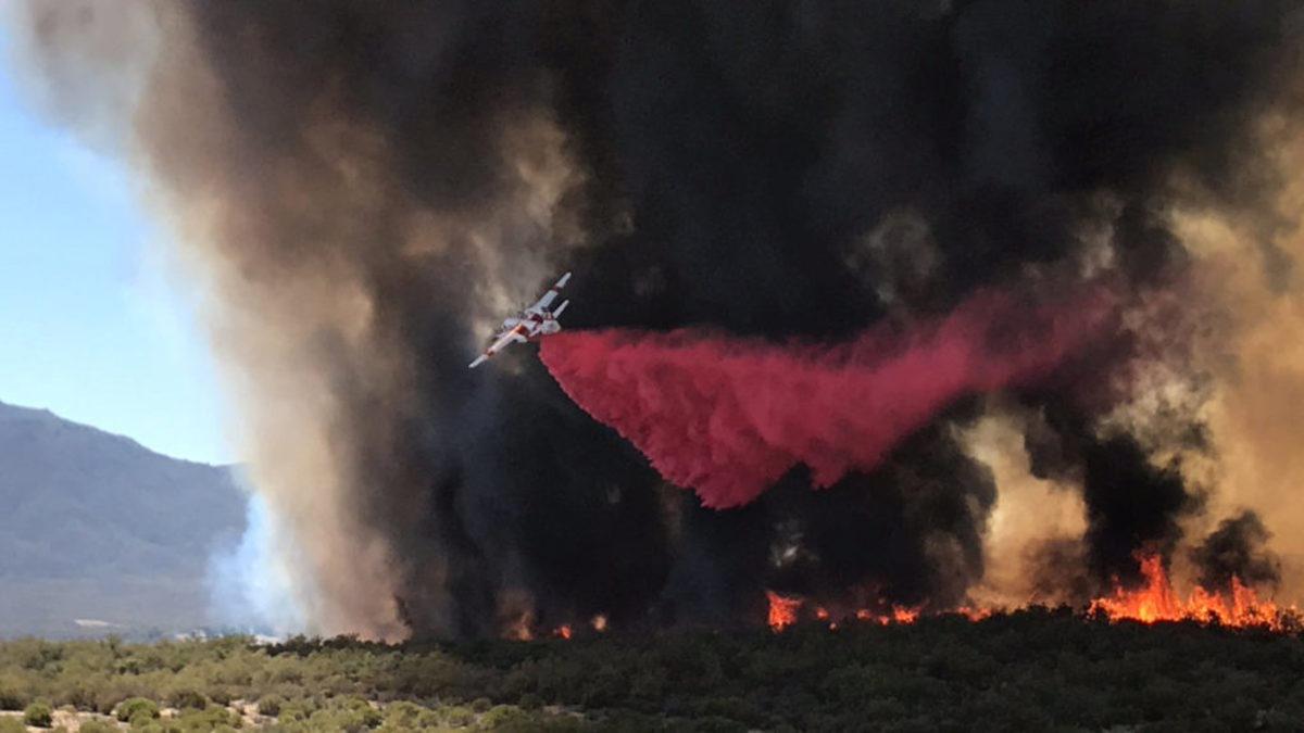 Καλιφόρνια: Ένας νεκρός και μεγάλες καταστροφές από πυρκαγιά στα σύνορα με το Όρεγκον [pics]