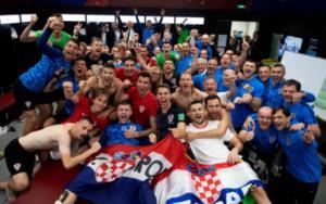 """Μουντιάλ 2018: """"Πάρτι"""" στα αποδυτήρια της Κροατίας και πρωθυπουργική επίσκεψη – video"""
