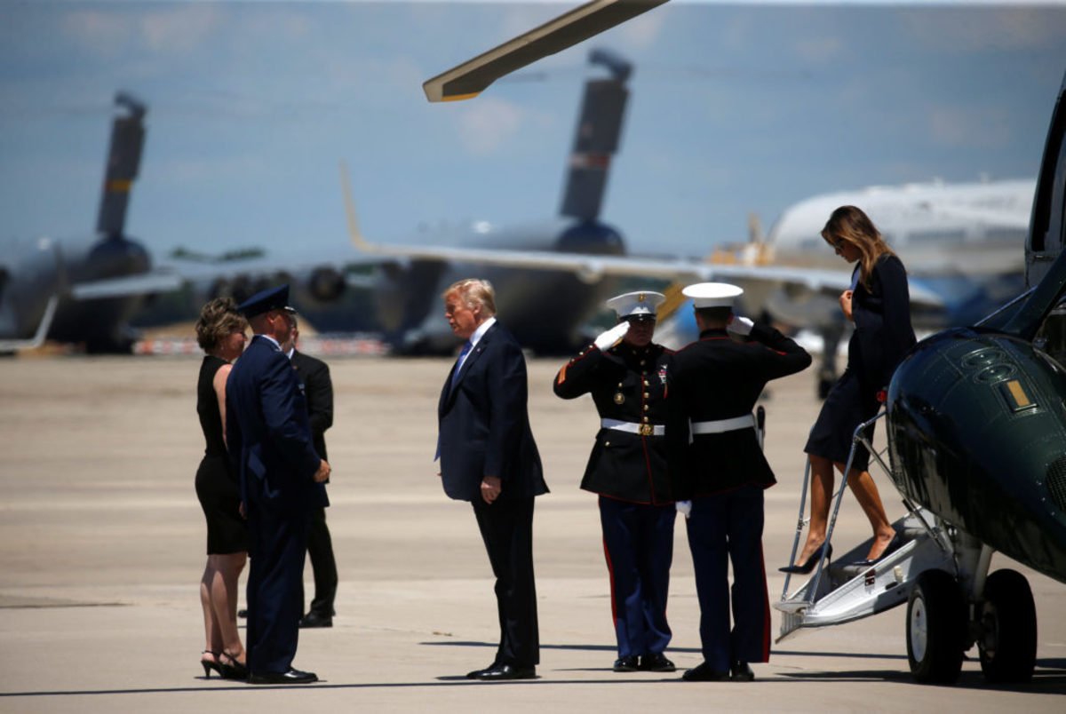 Χαμός στο Air Force One! Έξαλλος ο Τραμπ στο ταξίδι με τη Μελάνια