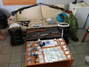 Αιτωλοακαρνανία: Εμπόριο ναρκωτικών μέσα σε σχολεία – Δεκάδες συλλήψεις – Πιάστηκαν κι ανήλικοι