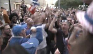"""Τελικός Μουντιάλ 2018: """"Τρέλα"""" οπαδών! Η """"μάχη"""" πριν το Γαλλία – Κροατία! Video"""