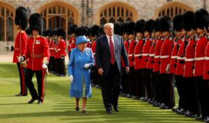 Το γρασίδι φύτρωσε μόνο για τη βασίλισσα Ελισάβετ
