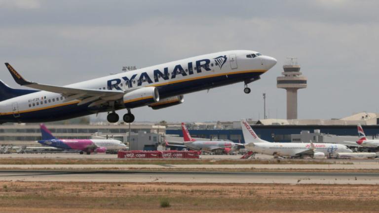 Ryanair: Απειλεί με απολύσεις τους εργαζόμενους της που απεργούν